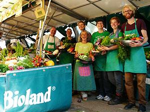 Biolandhof-Grossholz-Vermarktung-Wochenmarkt-Verkaeufer-Team